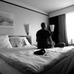 Arty farty hotel scene with Magnus Betnér!